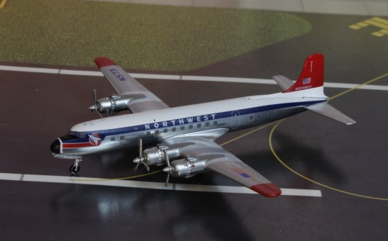Northwest Airlines DC-6  N573 die-cast Aeroclassics AC19489 Scale 1:400