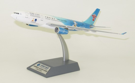 China Southern Airbus A330-200 B-6057 Guangzhou 2010 中国南方航空 With Stand IF3320218 InFlight Scale 1:200