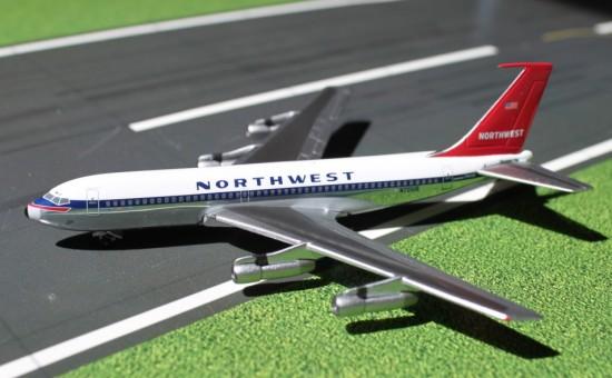 Northwest Airlines B720 N721US 1:400