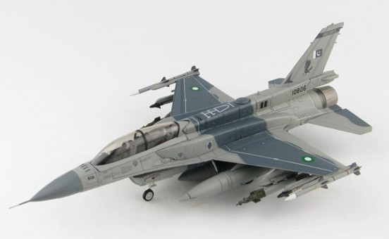 "Pakistani Air Force F-16C Fighting Falcon #10806 No. 5 Sqn ""Falcons"" 2017 HA3875 scale 1:72"
