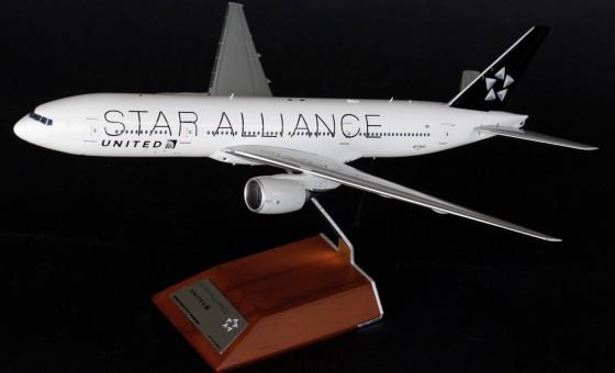 United Star Alliance 777-200ER Reg# N77022  w/ Stand JC2UAL966 Scale 1:200