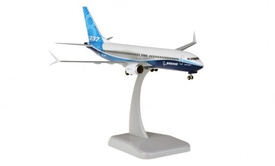 Boeing House 737max8 with stand and gears HG11267G scale 1:200