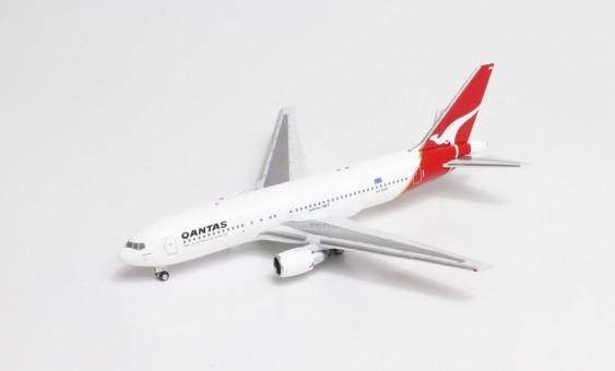 Qantas Boeing 767-200 VH-EAO AeroClassics AC419653 die-cast scale 1400