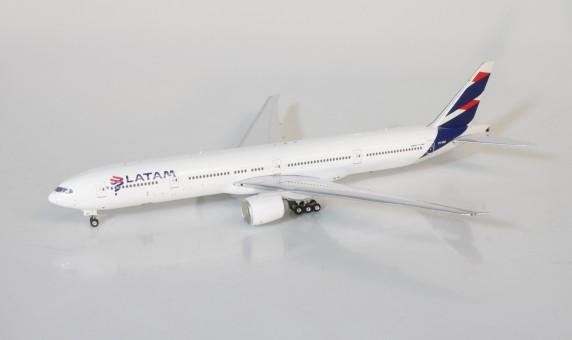 Latam Boeing B777-300ER PT-MUI Brazil-Chile Phoenix 11509 scale 1400
