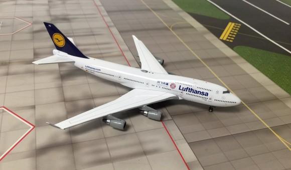 Lufthansa Airline B747-400 FC Bayern Reg#D-ABVU Phoenix Models 04079 Scale 1:400