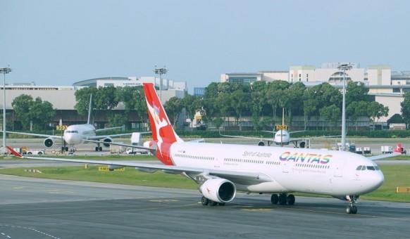 """Qantas """"Rainbow Roo"""" Airbus A330-300 Reg# VH-QPJ Phoenix 04128 Die-Cast Scale 1:400"""