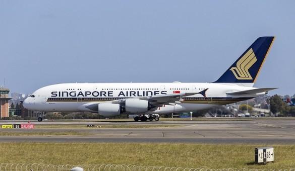 Singapore Airbus A380 9V-SKZ Phoenix 04328 die-cast scale 1400