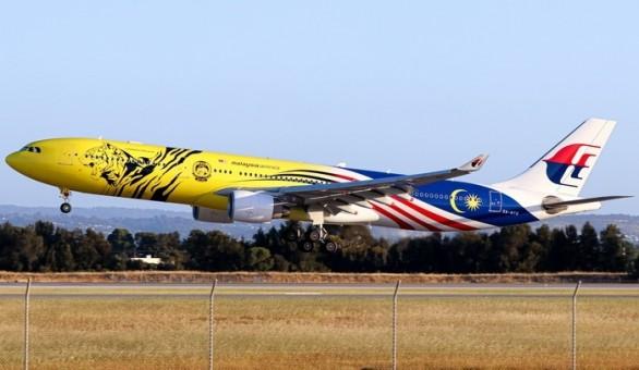 Malaysia Airlines Airbus A330-300 9M-MTG Harimau Malaya die-cast Phoenix 04361 scale 1400