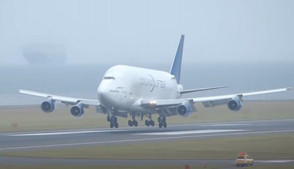 Dreamlifter Boeing 747LCF N747BC flaps down JC Wings LH2BOE163A scale 1:200