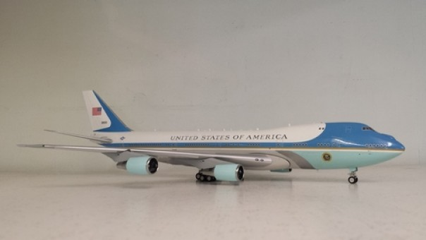 USAF Air Force One 747-200 29000 Stand & Keychain AFIVC-25APB 1:200