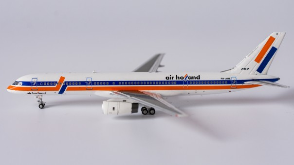 Air Holland 752 PH-AHE 90's livery NG Models 53095 scale 1:400