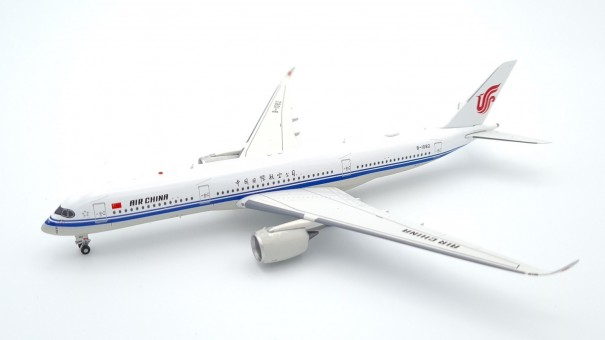 Air China Airbus A350-900 B-1082 中国国际航空公司 with stand Aviation400 AV4073 scale 1:400