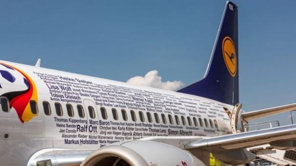 Lufthansa Euro 2016 Fanhansa Last 737-300 by Herpa Reg D-ABEK 562546 Scale 1:400