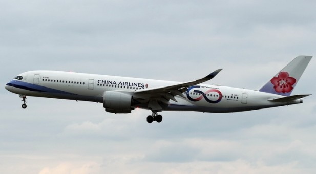 China Airlines Airbus A350-900 B-18917 60 Years 中華航空 Phoenix 04270 scale 1:400