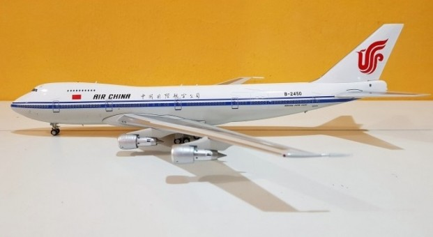 Air China Boeing 747-200 B-2450 With Stand inFlight B-2450 IF742AC001 scale 1:200