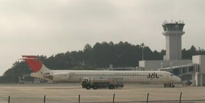 JAL Japan Airlines MD-90 New color JA005D 1:200