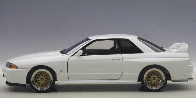 Crystal White Nissan Skyline GT-R R32 V-Spec II Tuned AUTOart 77416 1:18