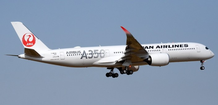 Flaps Down JAL Japan Airlines Airbus A350-900 JA02XJ Silver Logo JC Wings EW4359002A scale 1:400