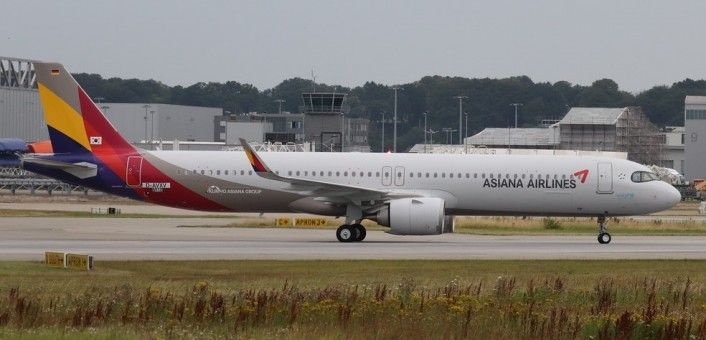 Asiana Airbus A321neo HL8364 with stand JCWing JC2AAR319 scale 1:200