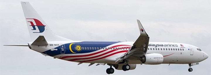 Malaysia Airlines Boeing 737-800 Reg# 9M-MXS Stand JC JC2MAS162 Scale 1:200