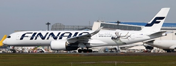 Finnair Airbus A350-900 registration OH-LWD Happy Holidays JC Wings LH4FIN059 scale 1:400