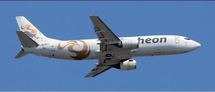 Air Incheon Cargo Boeing 737-400 HL8271 Phoenix 04238 scale 1400