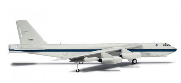 NASA B-52H Stratofortress Dryden Research Center 61-0025 556293 scale 1:200