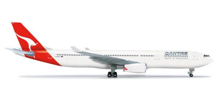 Qantas Airbus A330-300  HE523530