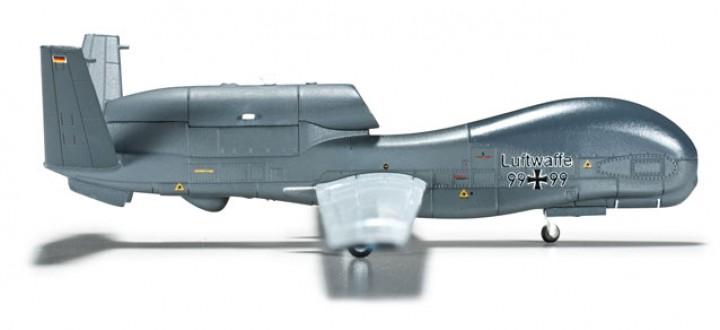 Luftwaffe Northrop Grumman RQ-48 Global Hawk  Scale 1:200 HE555340