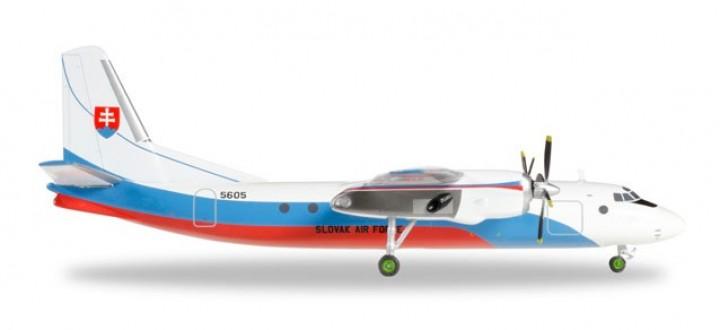 Slovak Air Force Antonov AN-24B Reg# 5605 Herpa 557443 1:200