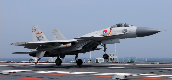 J-15 Flying Shark (Chinese Su-33) Aircraft Carrier Liaoning 2017 Hobby Master HA6402 scale 1:72