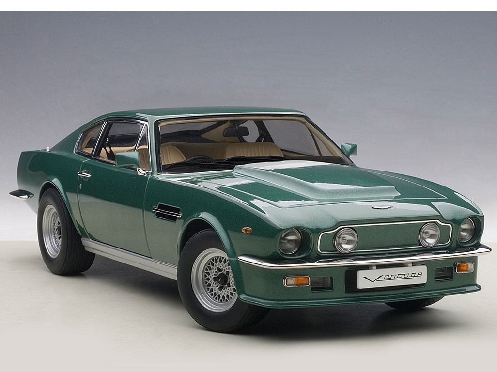 Green Aston Martin V Vantage Die Cast Autoart Scale Model