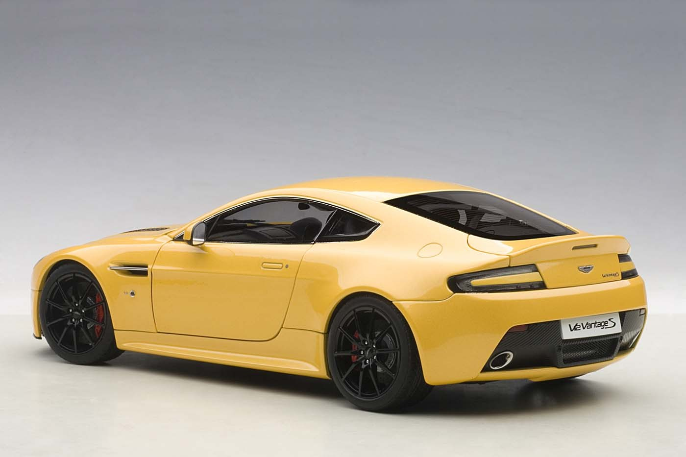 Highly Detailed Autoart Diecast Model Car Yellow Tang Aston Martin Vantage V12 S 2015 Autoart 70252 Scale 1 18 Eztoys Diecast Models And Collectibles