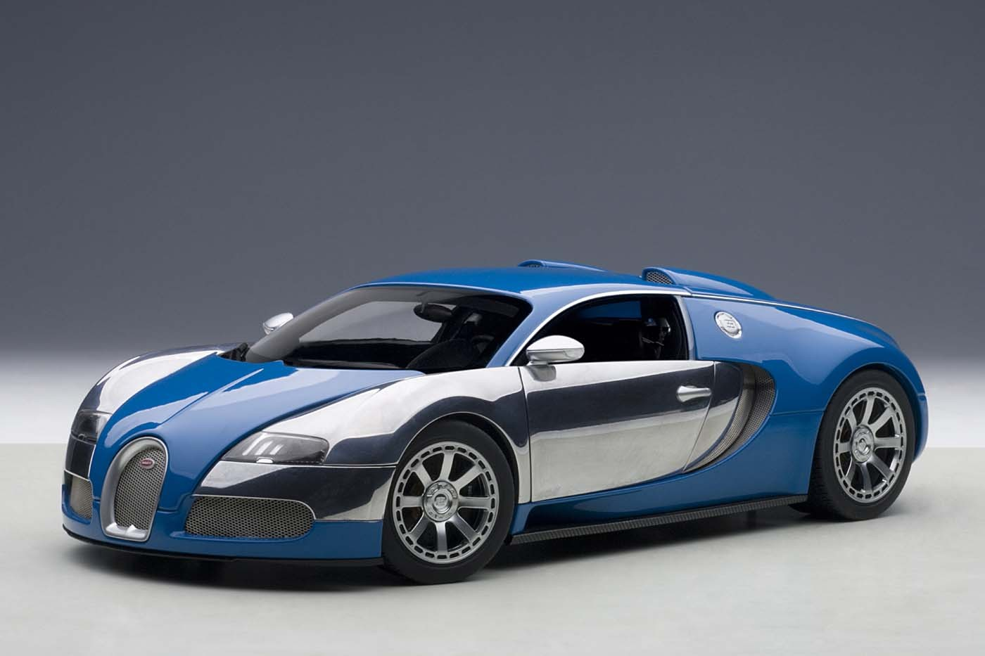 Blue Bugatti Veyron: Highly Detailed AUTOart Die-cast Model Blue/white Bugatti