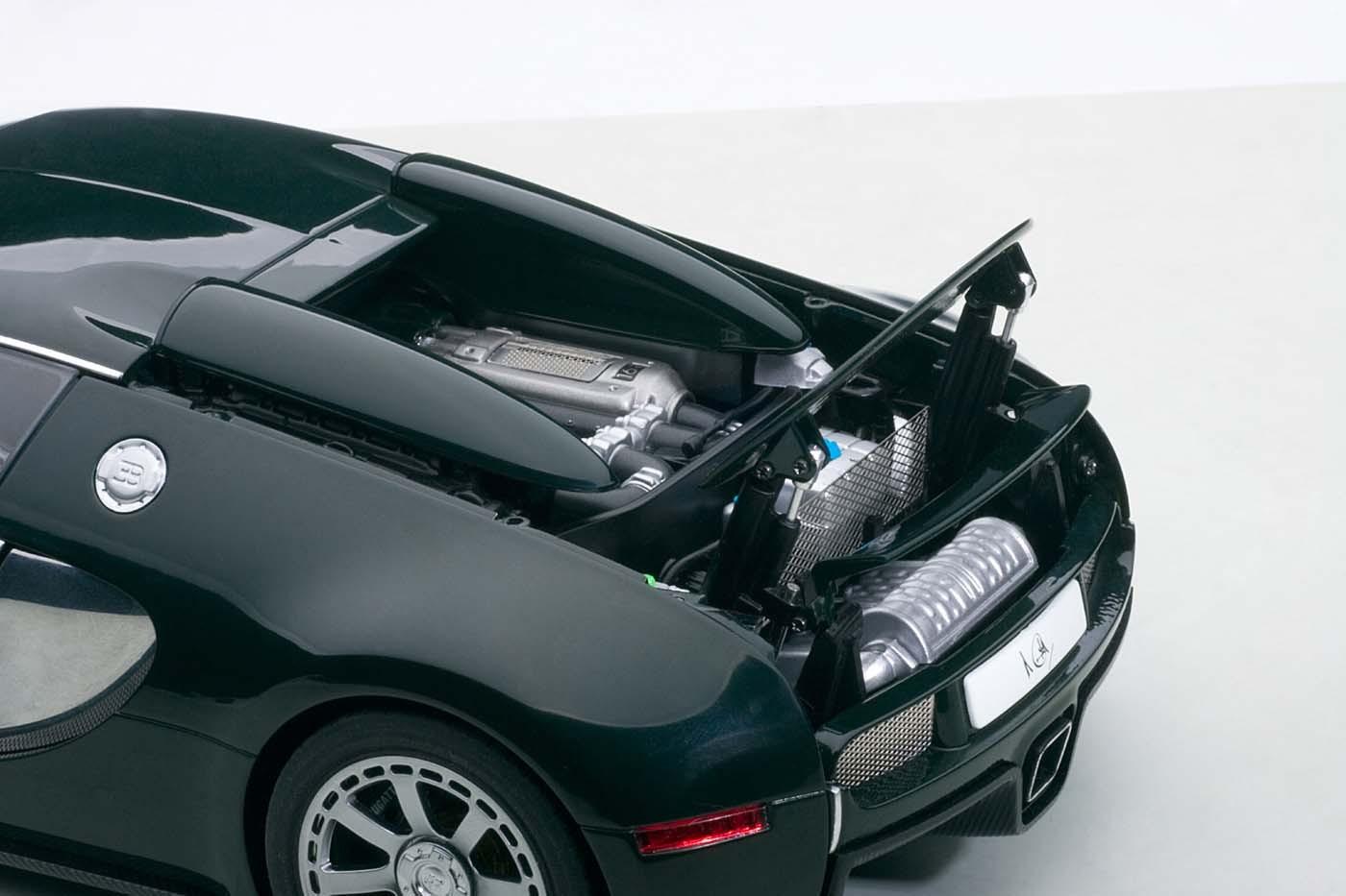 highly detailed autoart die-cast model green/chrome bugatti veyron
