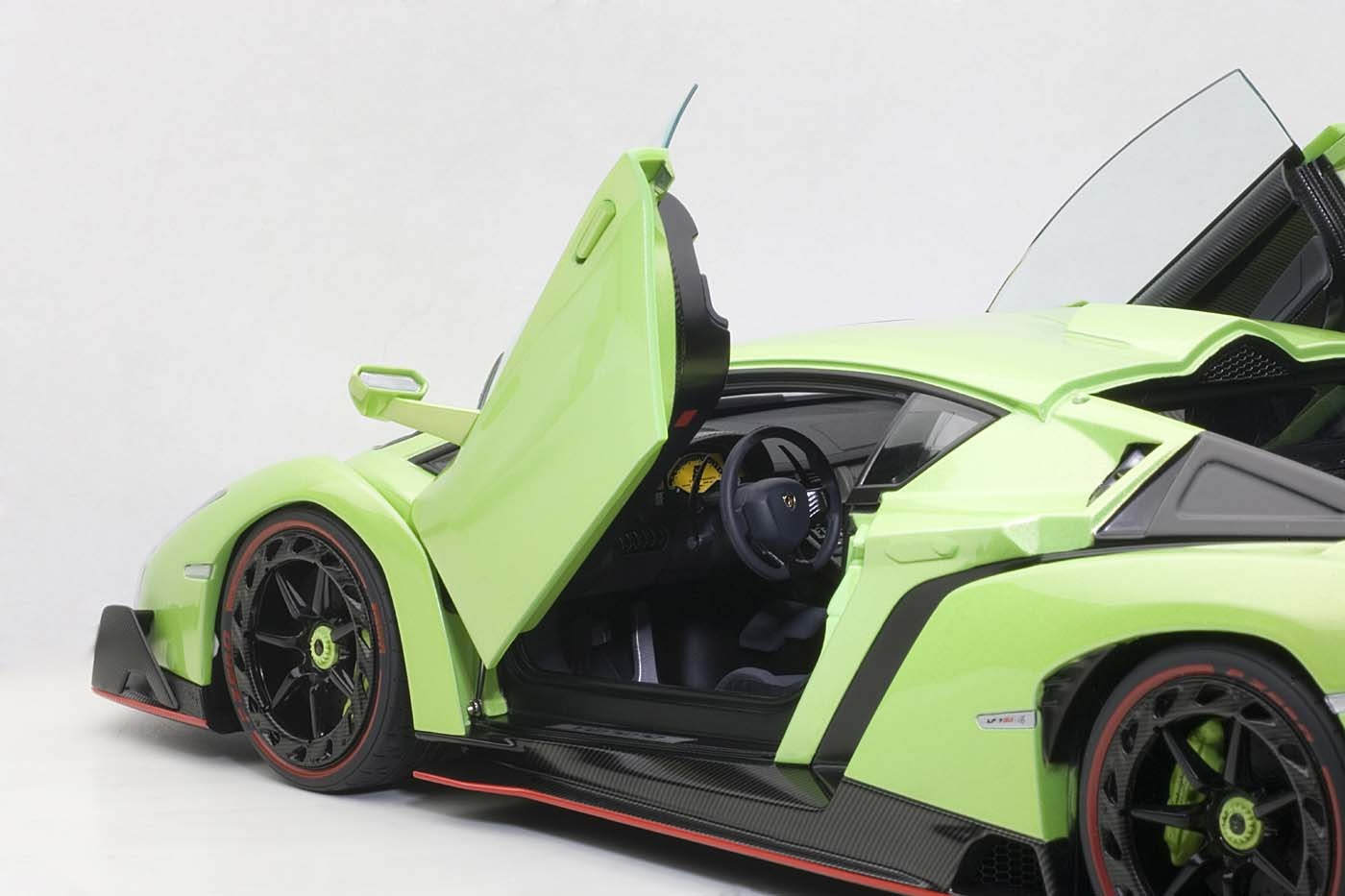 Lamborghini Veneno For Sale >> AUTOart Highly detailed die-cast model Green Lamborghini Veneno 74509 1:18 Scale Item: AU74509 ...