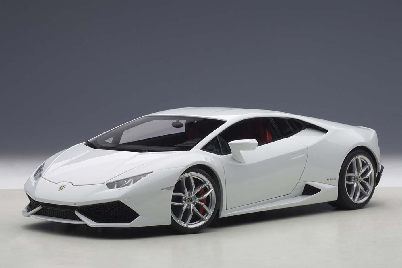 Autoart Highly Detailed Die Cast Model Metallic White
