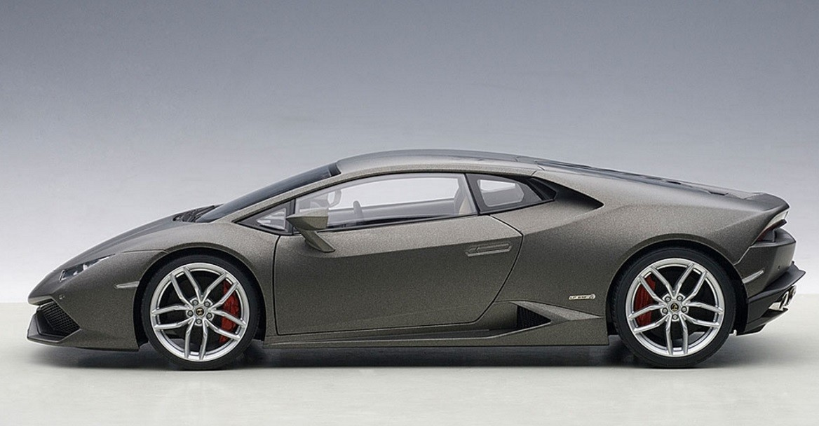 Highly Detailed Autoart Matt Grey Lamborghini Huracan