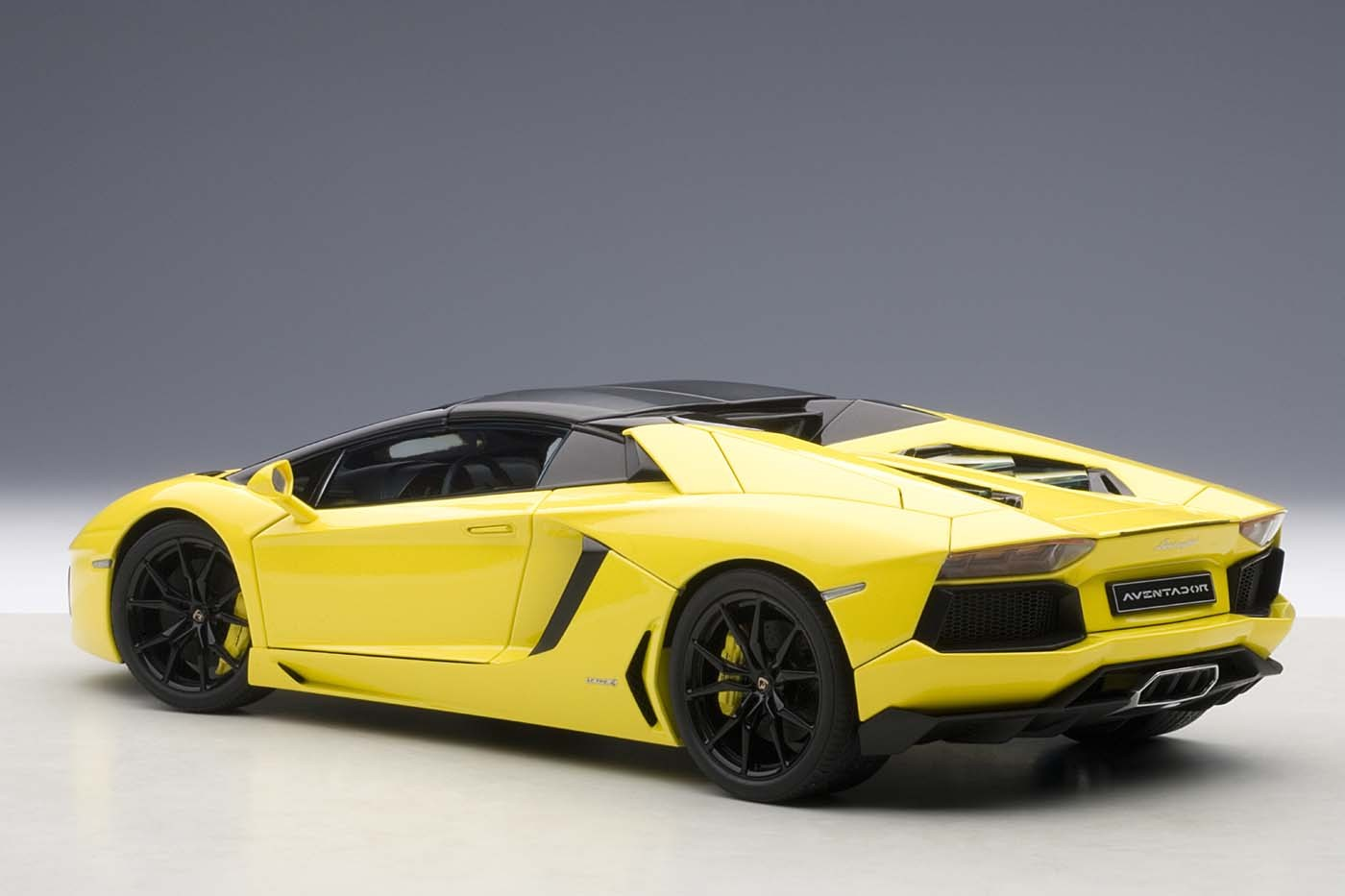 Autoart Highly Detailed Die Cast Model Yellow Lamborghini Aventador