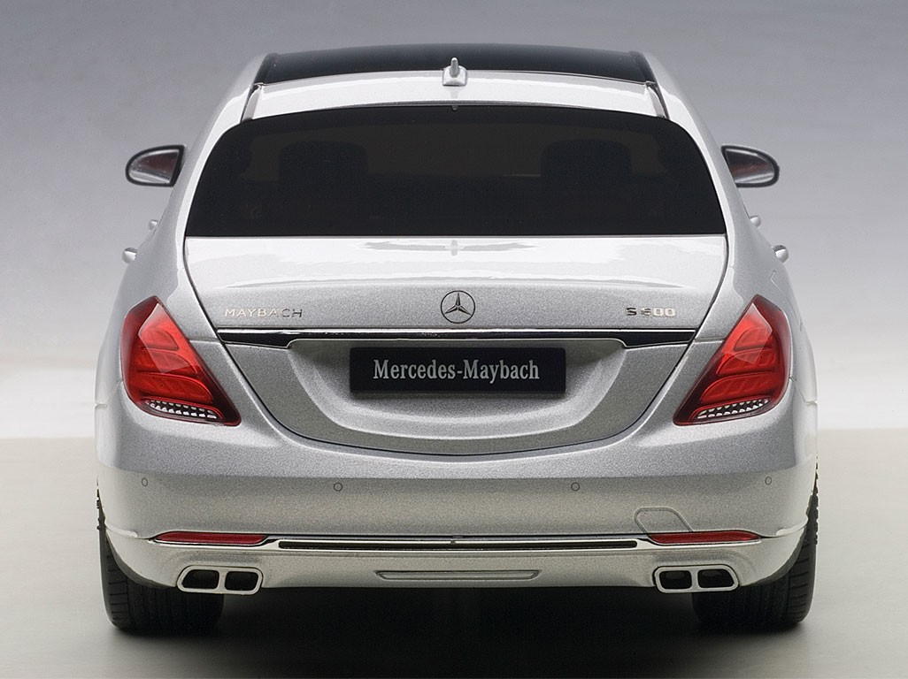 highly detailed autoart maybach mercedes s klasse silver. Black Bedroom Furniture Sets. Home Design Ideas