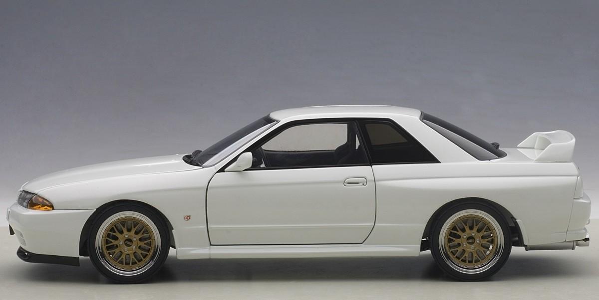 Crystal White Nissan Skyline Gt R R32 V Spec Ii Tuned Version