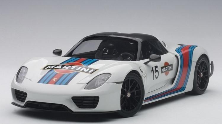 White Martini Porsche 918 Spyder Weissach Package Autoart 77927 1 18
