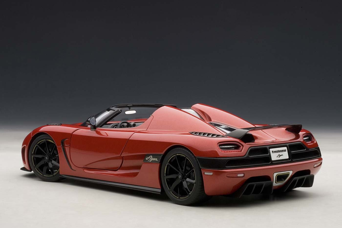 Toy Models Product : Highly detailed autoart scale model koenigsegg agera red