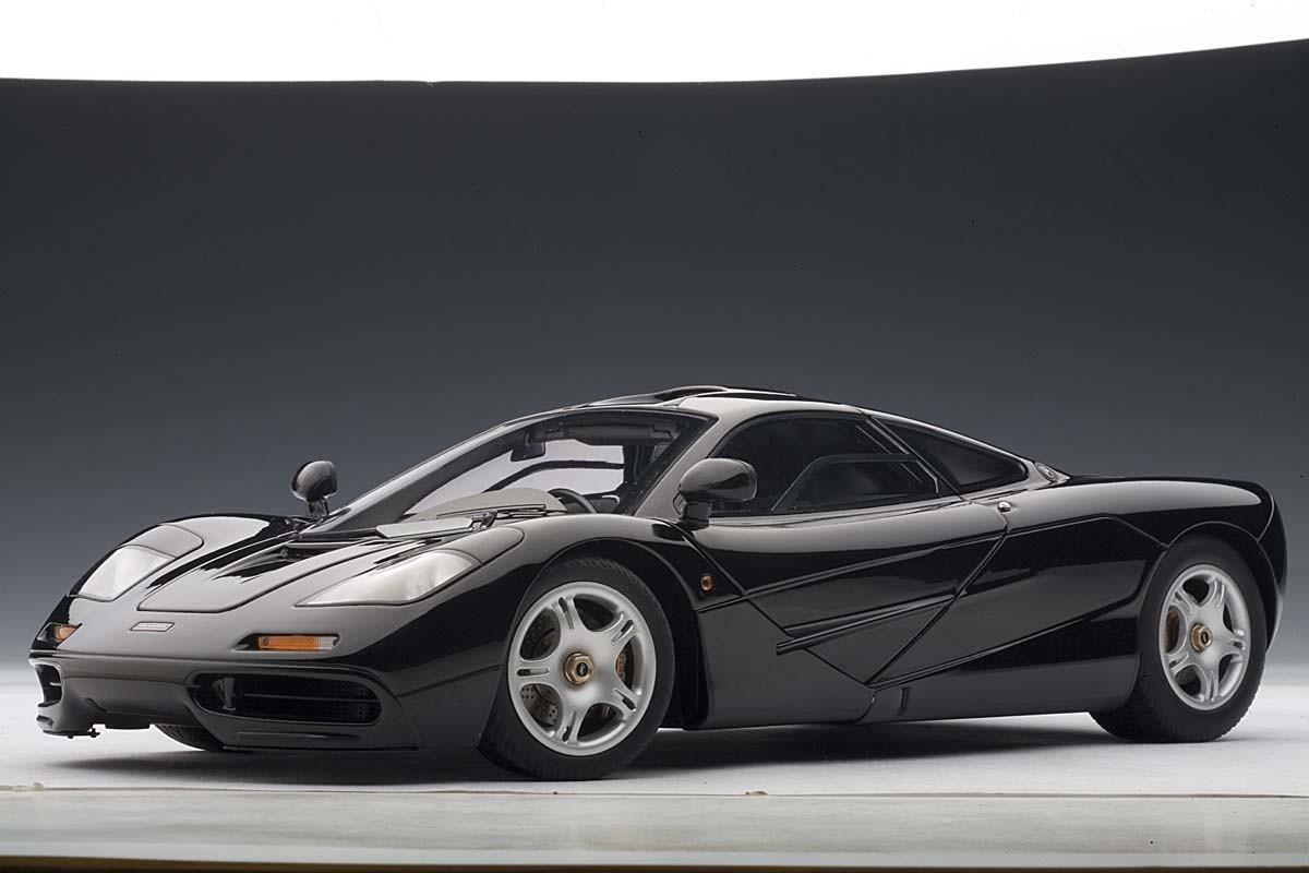 autoart 1:18 scale mclaren f1, jet black metallic/metallic black