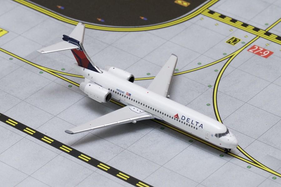 Delta Airlines Boeing 717-200 Reg# N922AT Gemini Jets GJDAL1585 Scale 1:400
