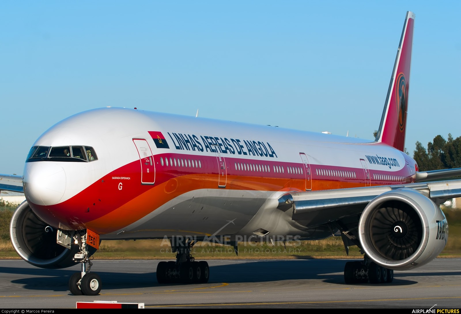 DRAGON 56059 ANGOLA AIRLINES 777-200 TAAG DIECAST 1//400 PLANE w//METAL STAND NEW