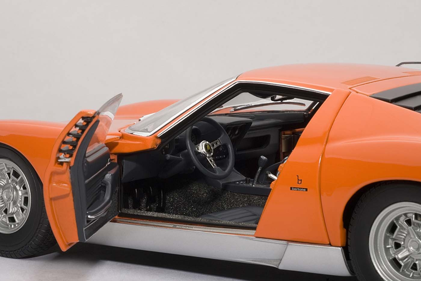 Autoart Highly Detailed Die Cast Model Orange Lamborghini Miura Sv