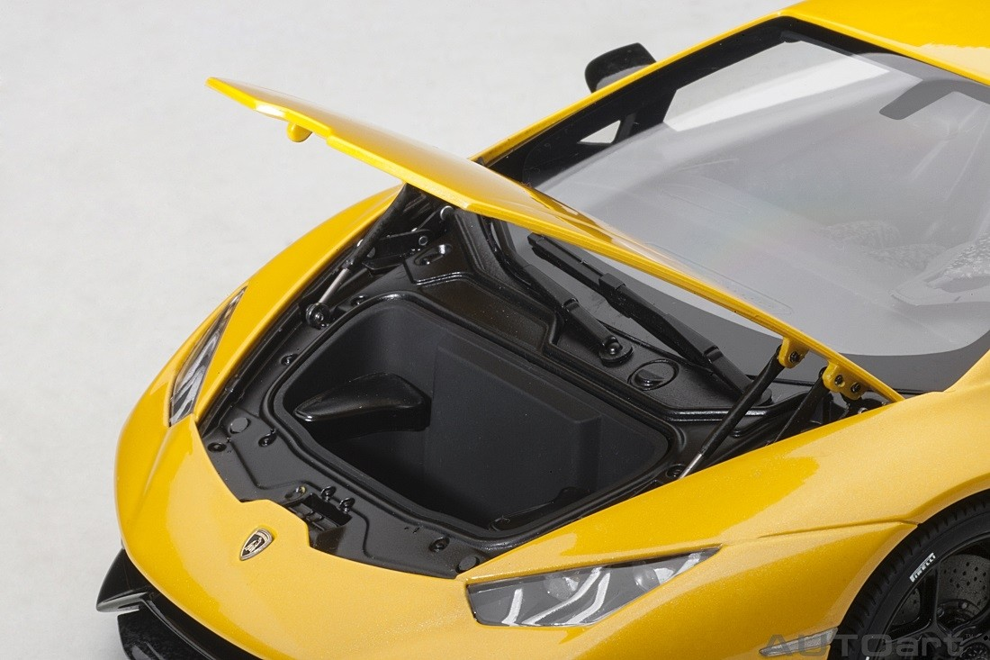 Pearl Yellow Lamborghini Huracan Performante Autoart 79155 Scale 1