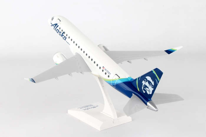 Alaska Skywest Erj 175 New Livery Reg N170sy Skymarks Model Skr904 Scale 1 10 Eztoys Diecast Models And Collectibles