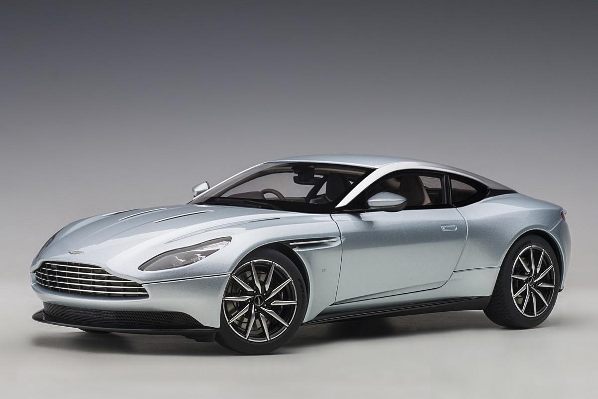 Skyfall Silver Aston Martin DB8 AUTOart 8 die-cast scale 8:88 | silver aston martin